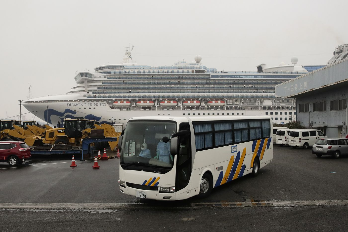 Trading quarantines, Americans from cruise land in U.S.