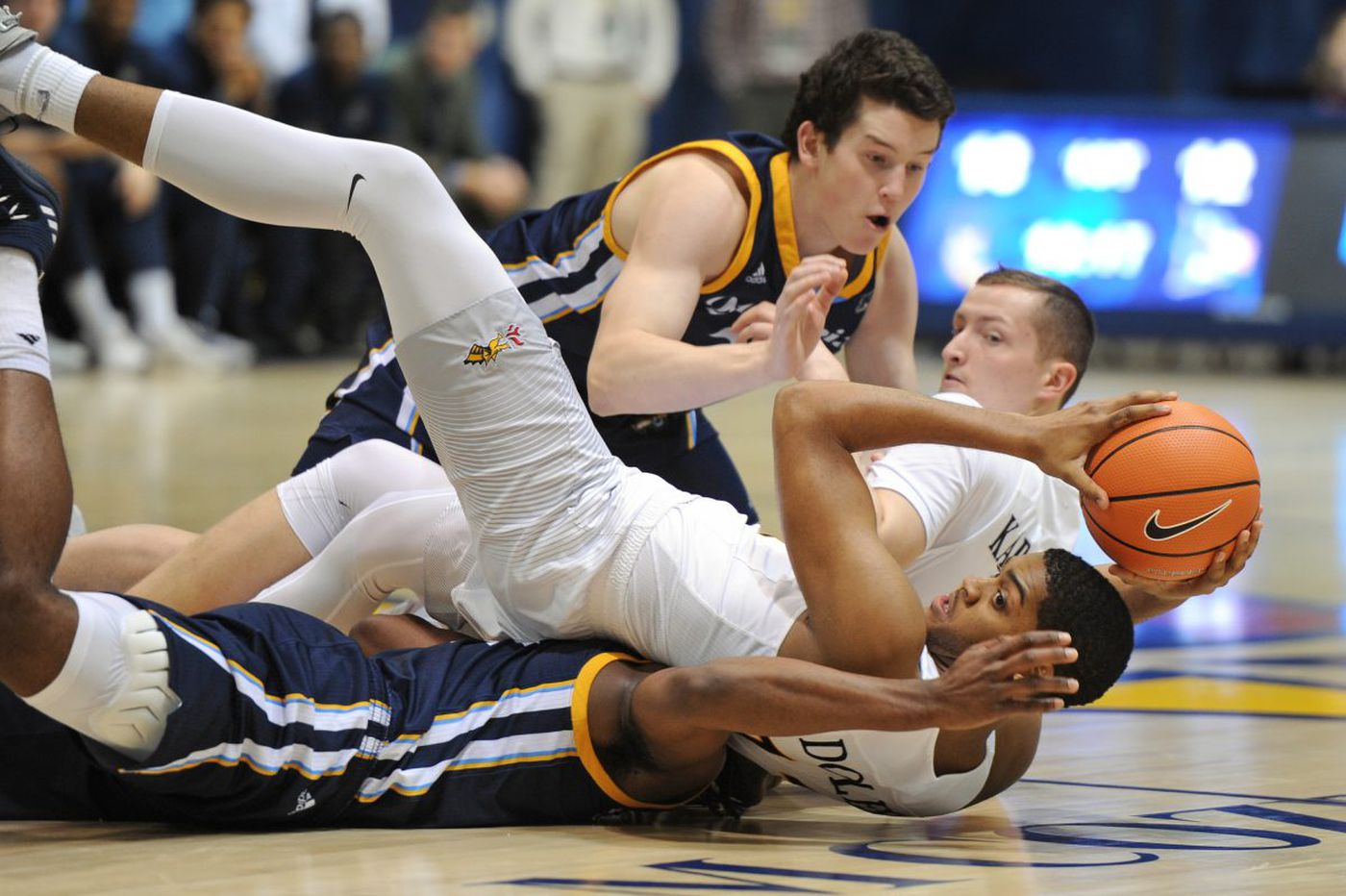 Lee's three-pointer lifts Drexel past Quinnipiac, 72-71