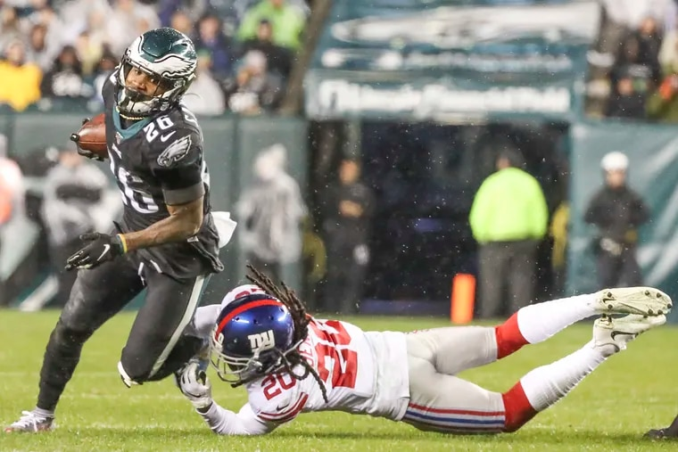 Eagles running back Miles Sanders avoids a tackle by New York Giants cornerback Janoris Jenkins in the third quarter Monday night.