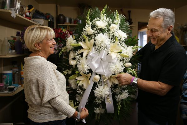 After 50 years of elaborate funerals, a South Philly flower man stays true to his roots | Mike Newall