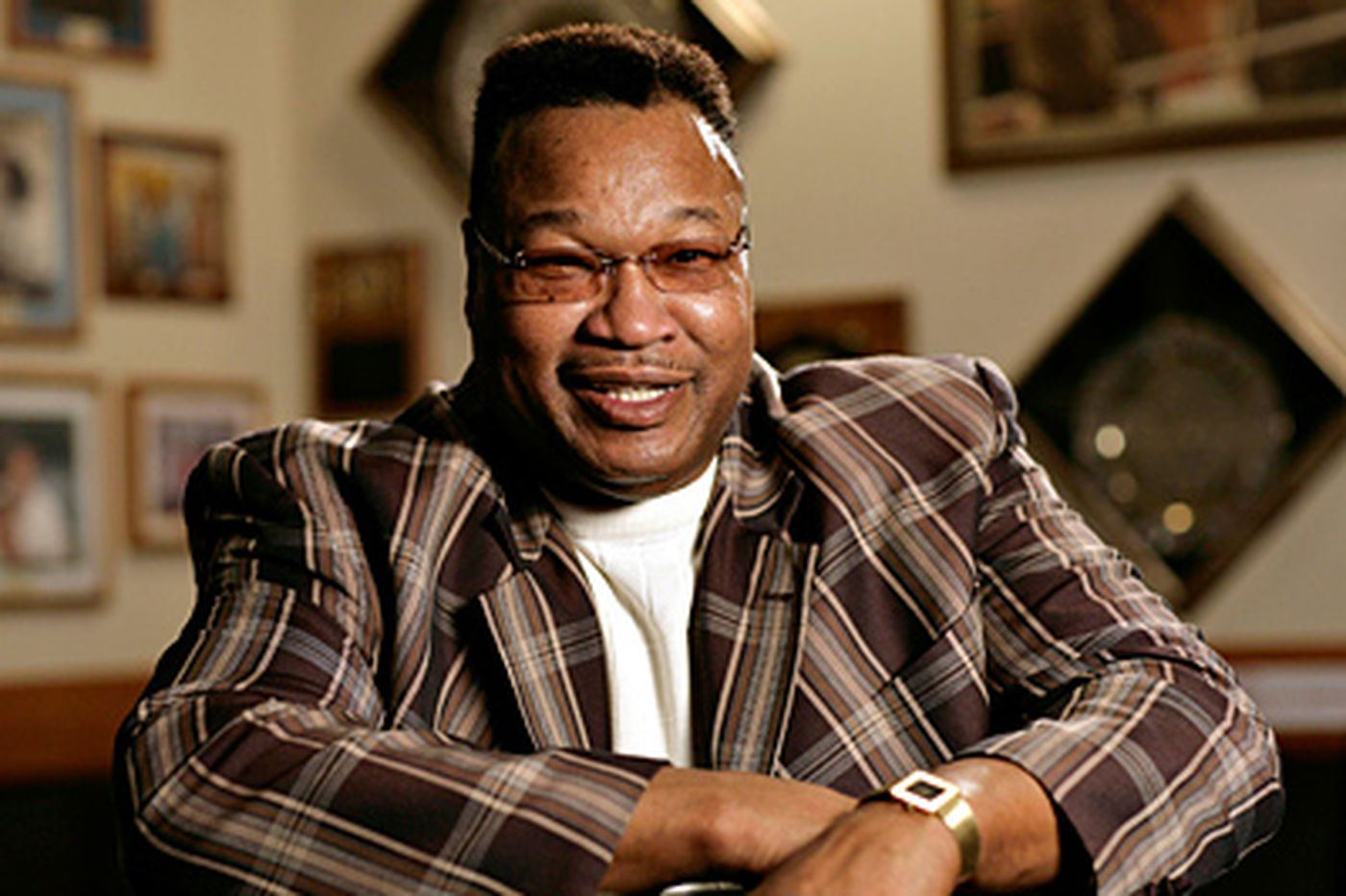Larry Holmes returns to the ring - sort of