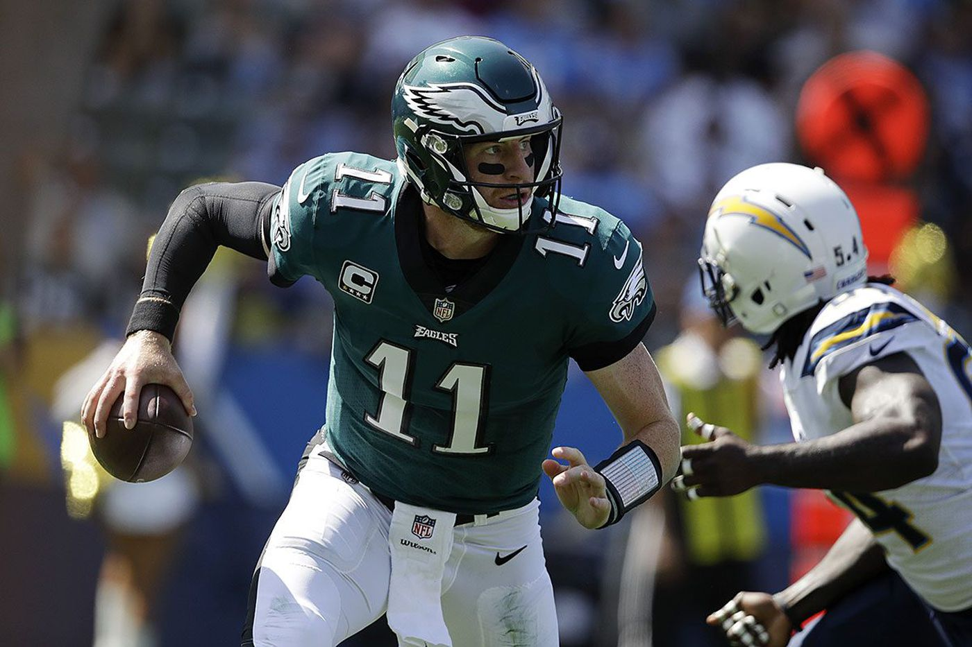 Carson Wentz makes himself at home, directs win with smart effort