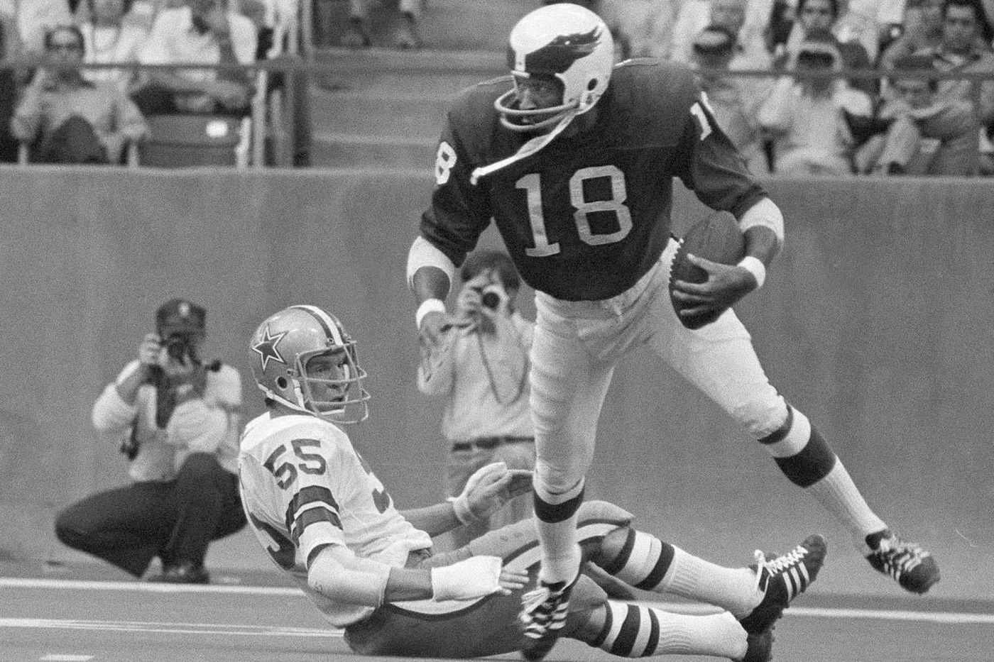 Eagles great Ben Hawkins dies; known for playing with chin strap unbuckled