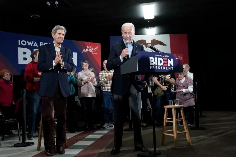 Democratic presidential candidate former U.S. Vice president Joe Biden (R) campaigns with former Democratic presidential candidate John Kerry (L) December 6 in Elkader, Iowa.