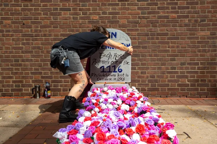 Catalyst Twomey sets up a memorial with a rose that signifies each of the 1,116 deaths to overdose in Philadelphia in 2018 at the Federal Courthouse on Sept. 5, 2019.