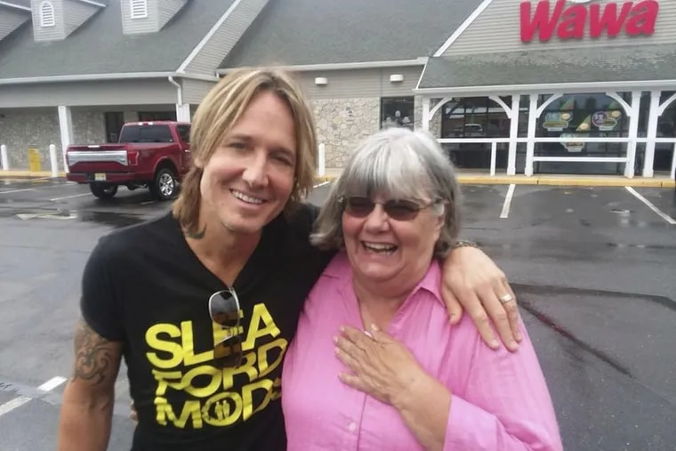Country star Keith Urban poses with South Jersey substitute teacher Ruth Reed, who paid for Urban's snacks at a Jersey Wawa last week.