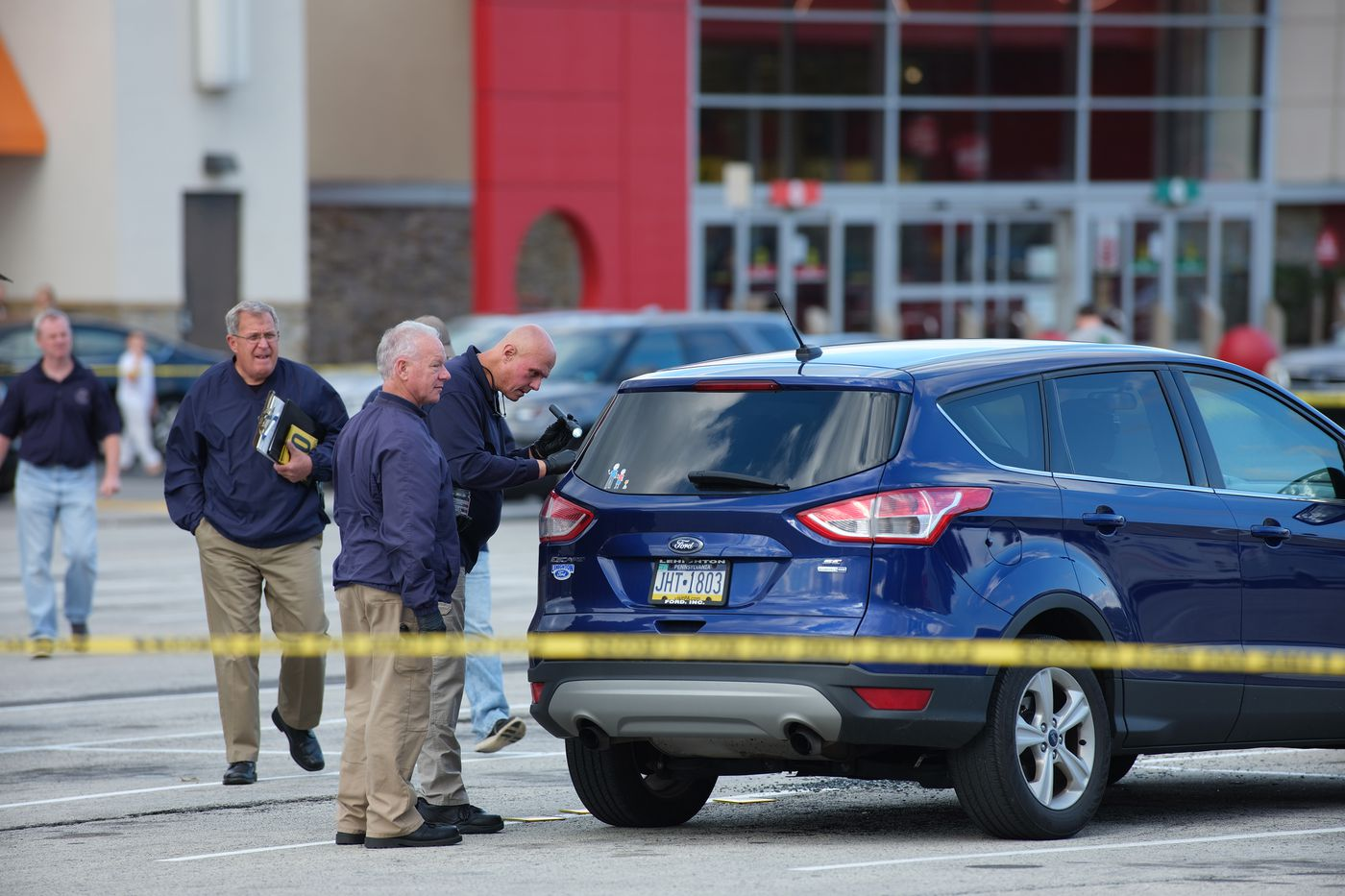 Springfield Mall reopens, search for gunmen continues after shooting