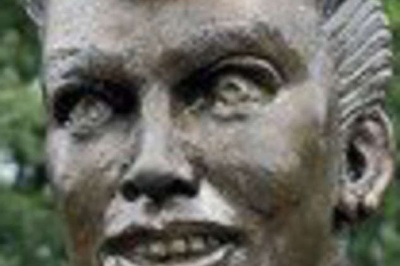 Sideshow: They don't love Lucy statue