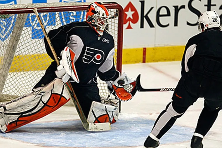 Michael Leighton will start in net for Game 2 of the Stanley Cup Finals. (Ron Cortes / Staff Photographer)