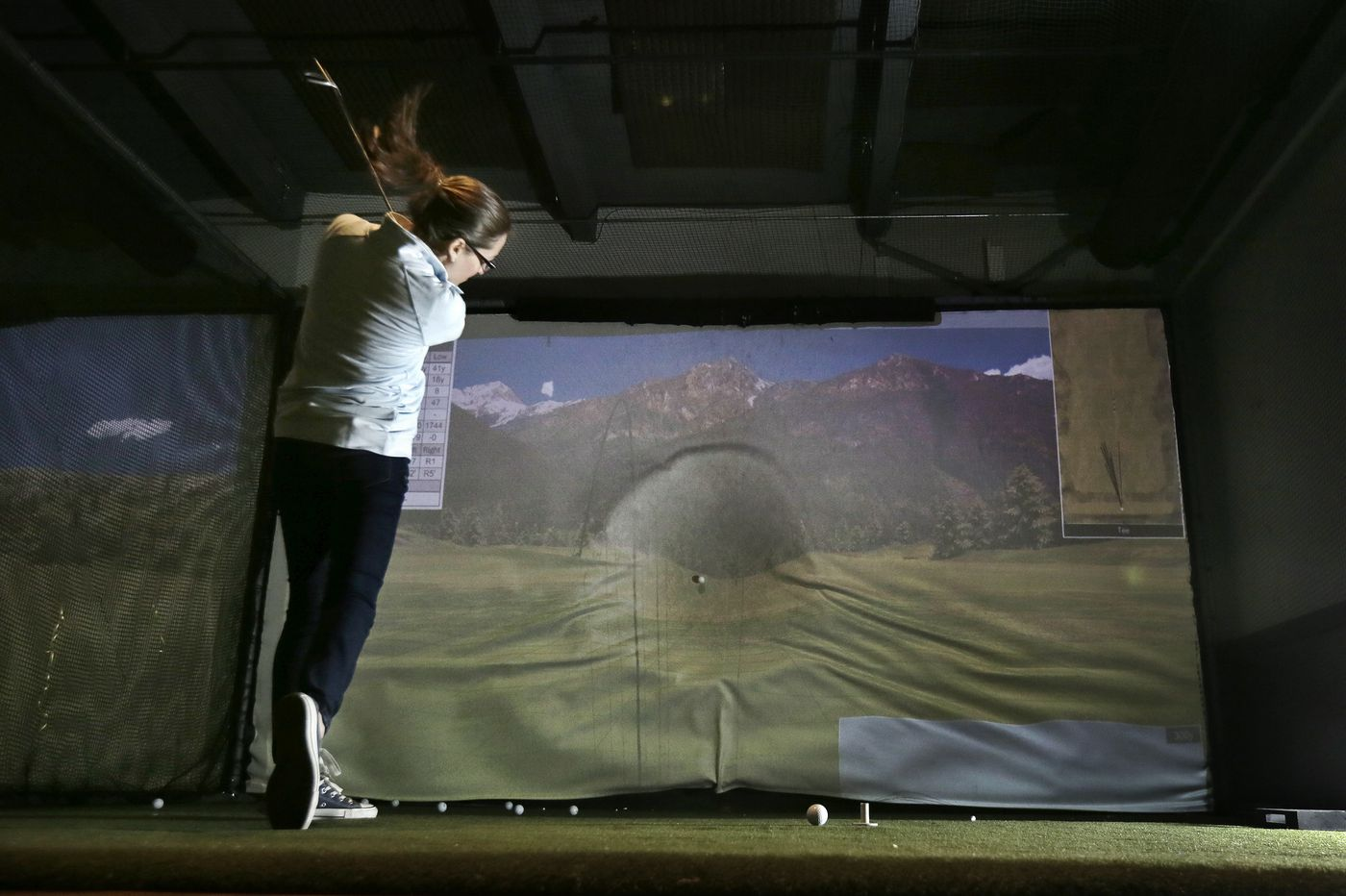 Philly golfers can hit the links indoors, over wings and beer