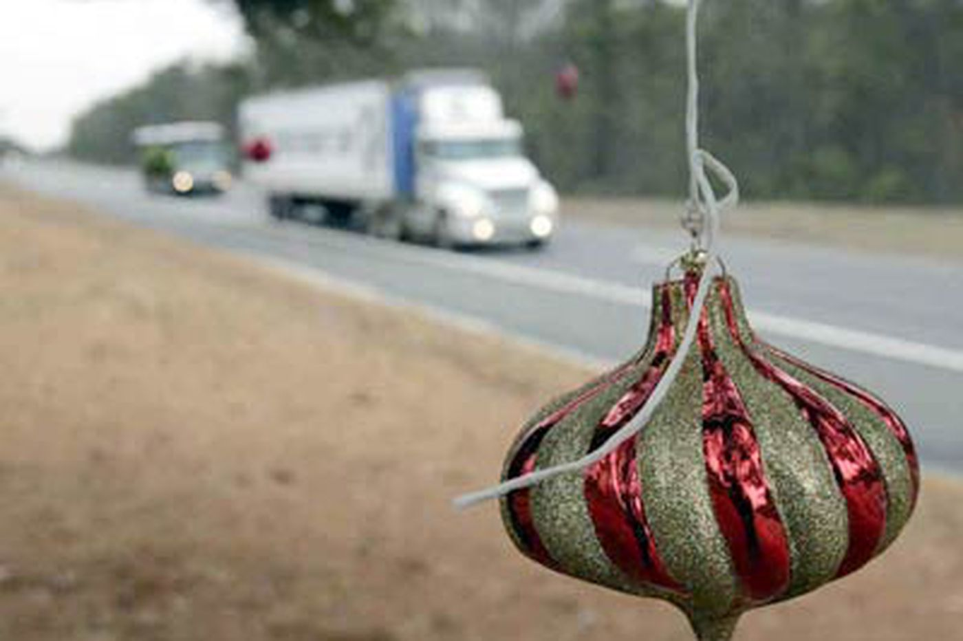 'Secret Santa' decorates Garden State Parkway