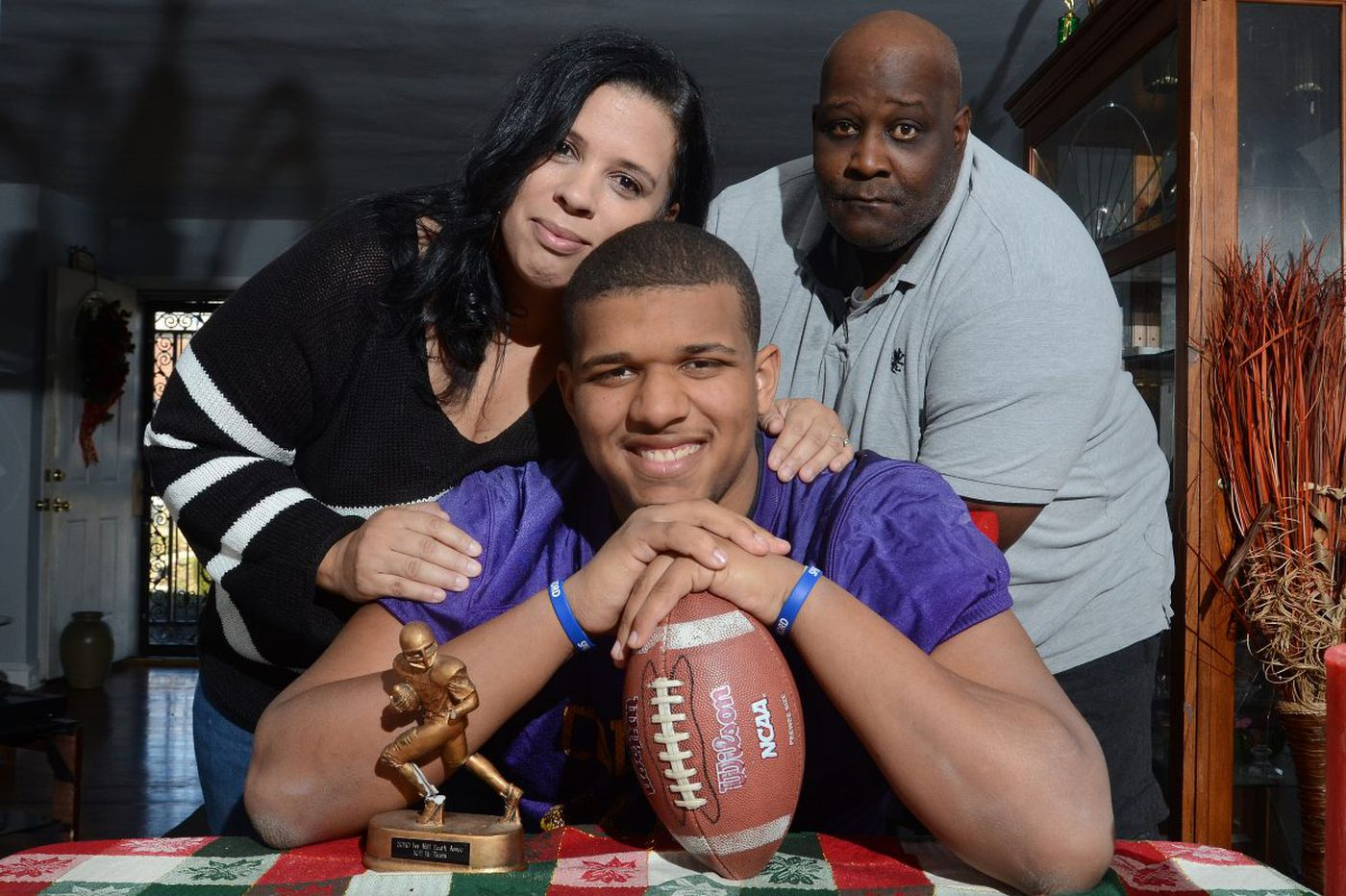 Autism doesn't stop King's Ojay Harris from winning football award