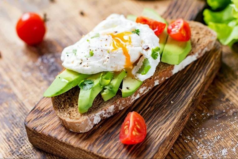 Whole grain toast with avocado and an egg is a low-sugar breakfast that can keep you going until lunchtime.