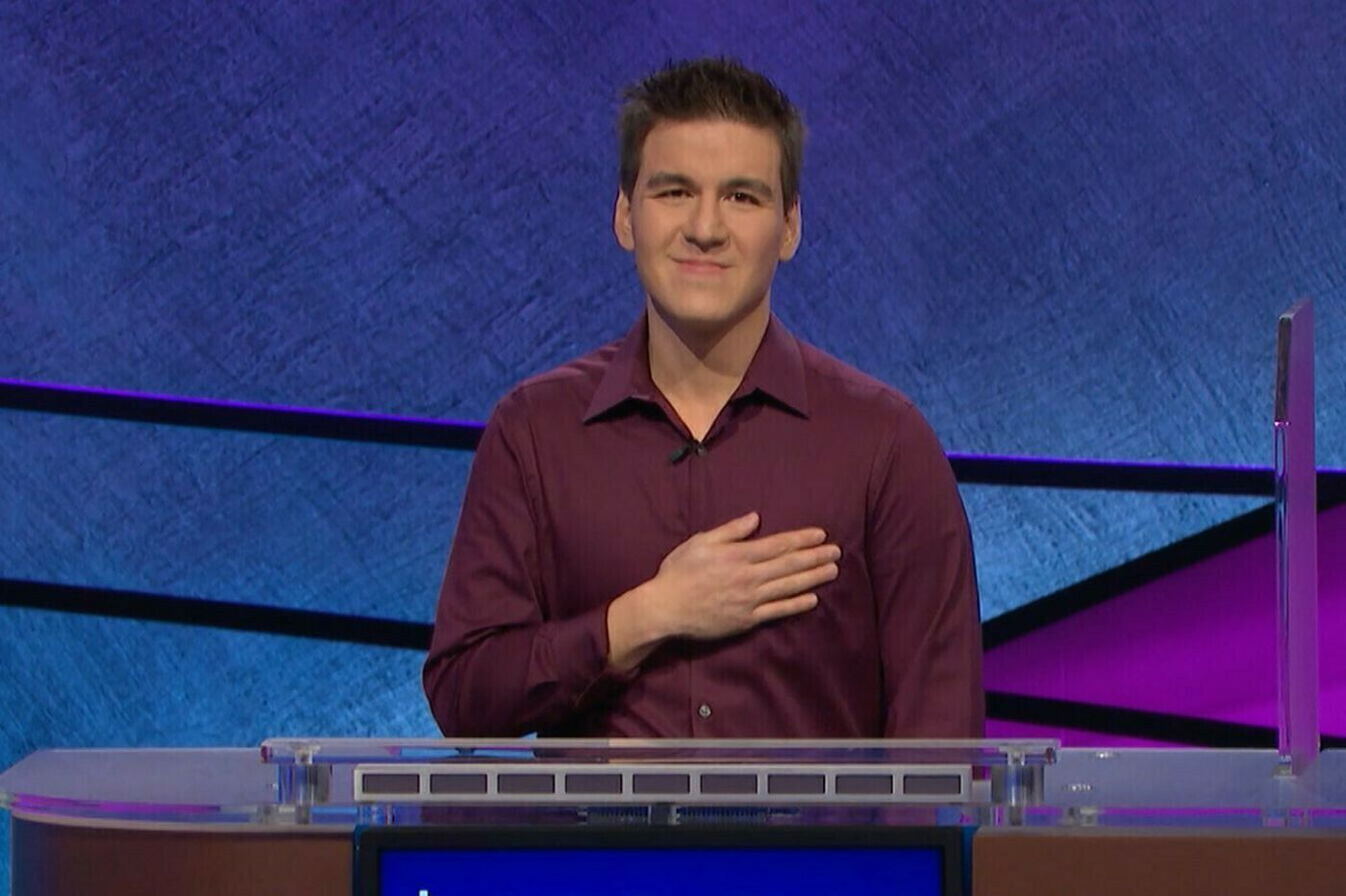 'Jeopardy!' champ James Holzhauer returns to the air Monday in bid to resume winning streak