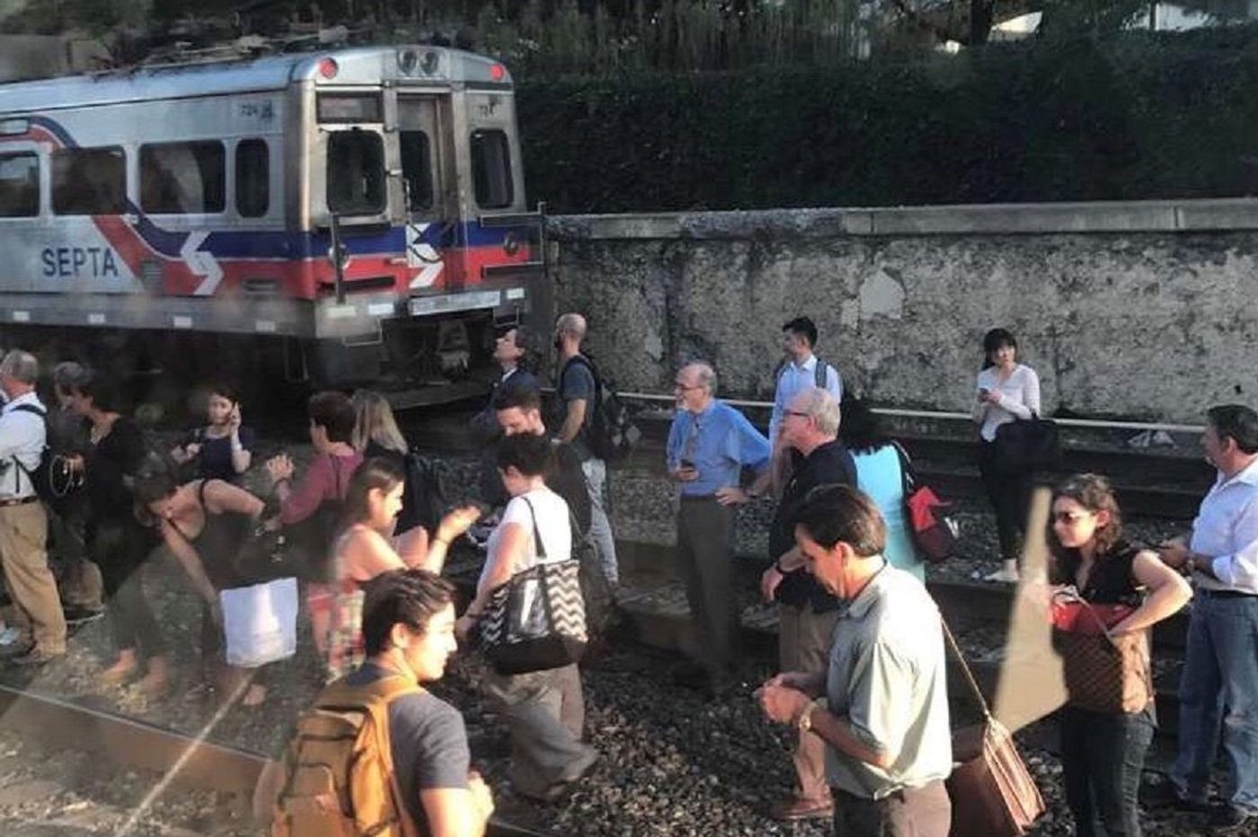 SEPTA Regional Rail halted in Center City, riders flee train because of false fire rumor