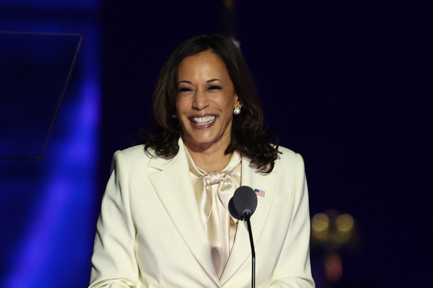 We may want to talk about Kamala Harris' style, but let's resist the urge | Elizabeth Wellington