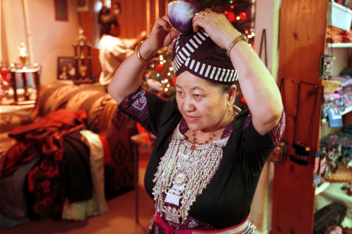 Pang Xiong Sirirathasuk Sikoun, Philadelphia artist and keeper of Hmong culture, dies at 76