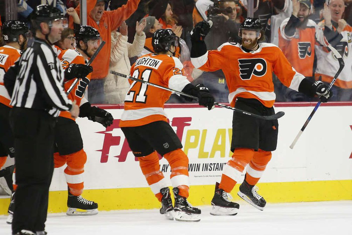 Flyers rally late, stun Maple Leafs, 3-2, in OT behind Sean Couturier's clutch goal