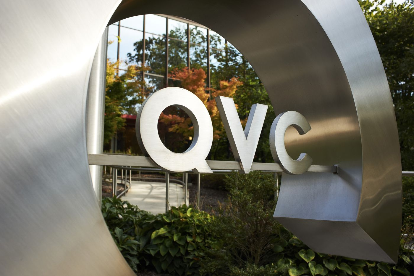 Former QVC exec gets 30 months in prison for bilking $1M from network