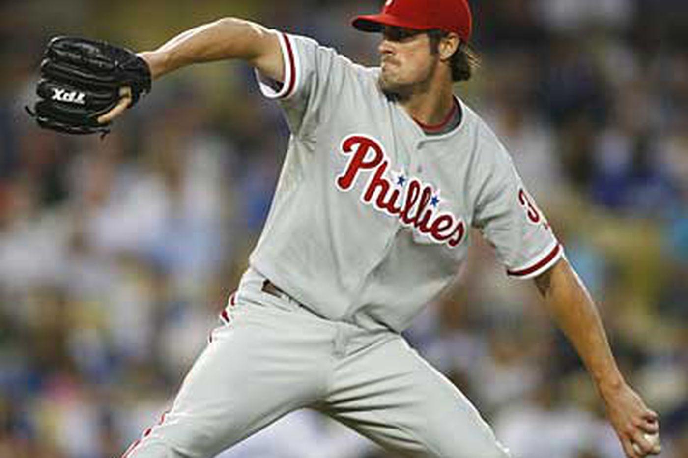 Hamels lacking run support again as Dodgers stun Phillies