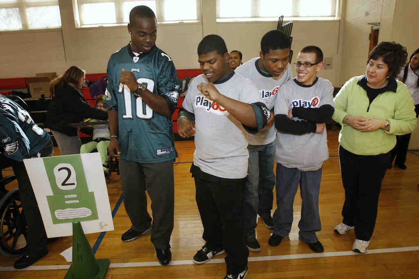 Eagles' Maclin visits Overbrook School for the Blind