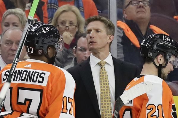 Flyers GM Chuck Fletcher needs to decide coach Dave Hakstol's fate now | Sam Carchidi