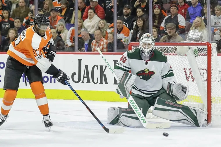 Flyers right wing Wayne Simmonds goes after the puck against Minnesota Wild goalie Devan Dubnyk.