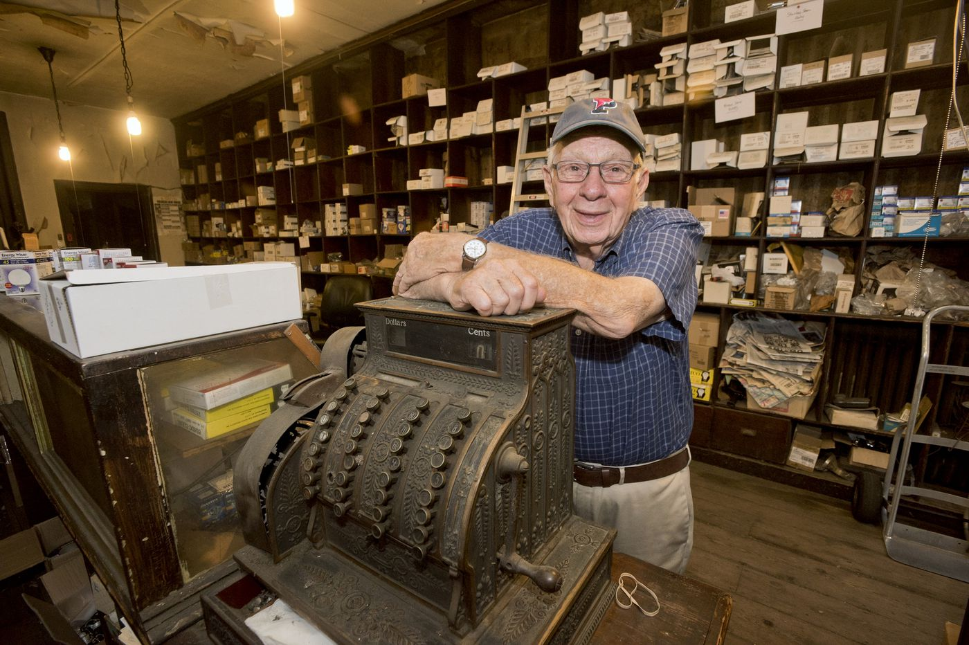100-year-old 'lamp company' in Old City turns off lights one last time