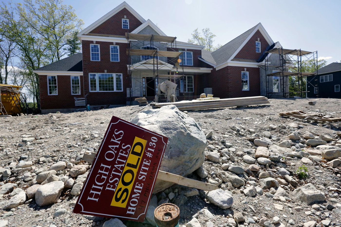 U.S. sales of new homes near nine-year high in July