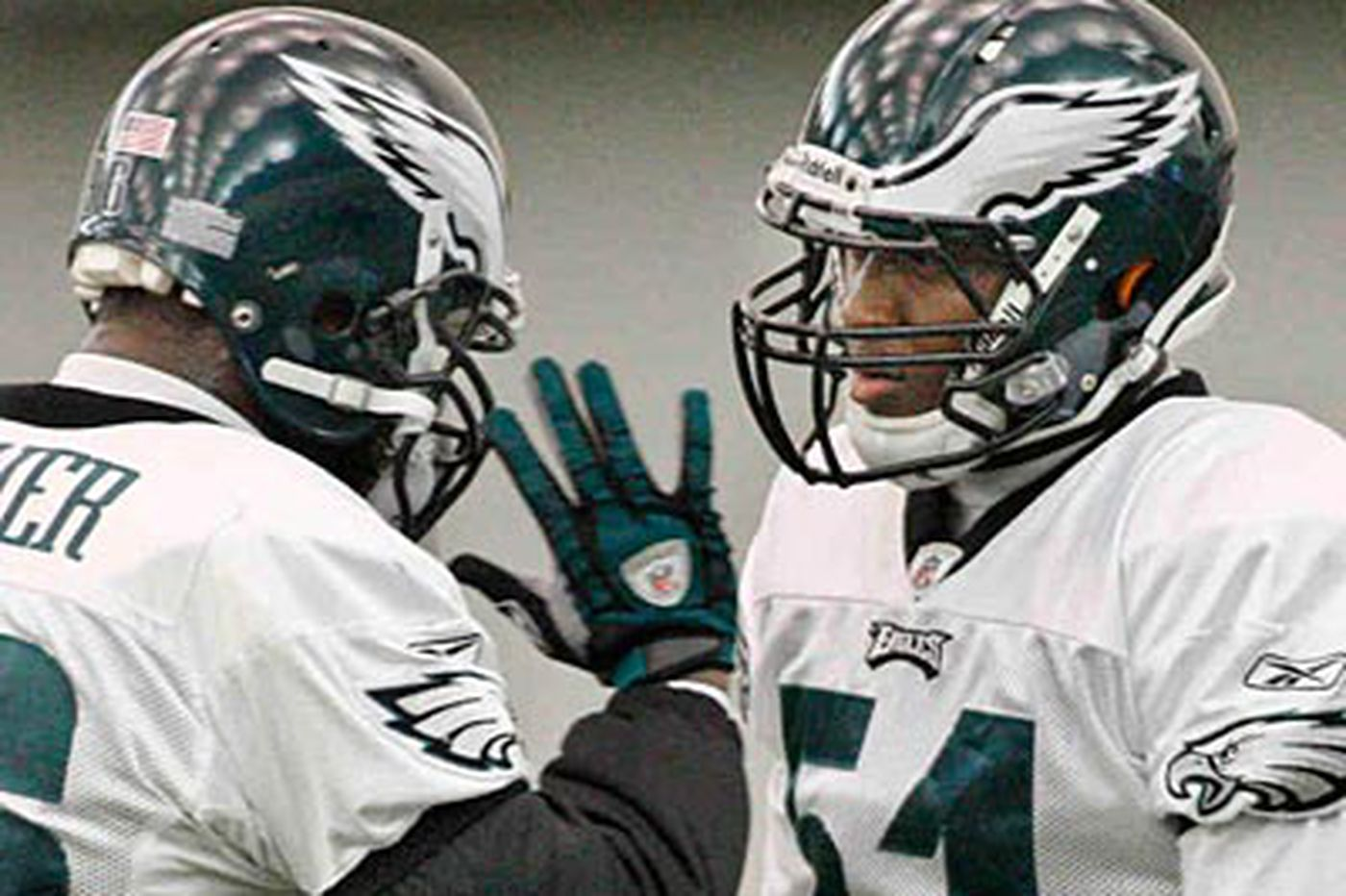 Eagles rookie Chaney thrown into the fire at middle linebacker
