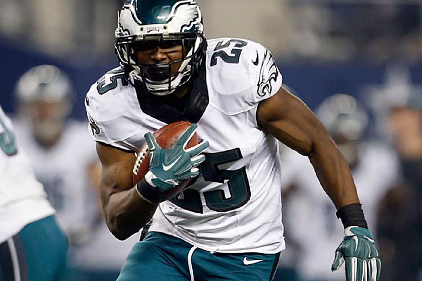 Eagles Notes: McCoy closing in on Montgomery's record