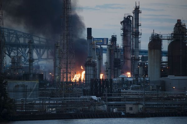 Philadelphia refinery that caught fire is city's biggest single polluter