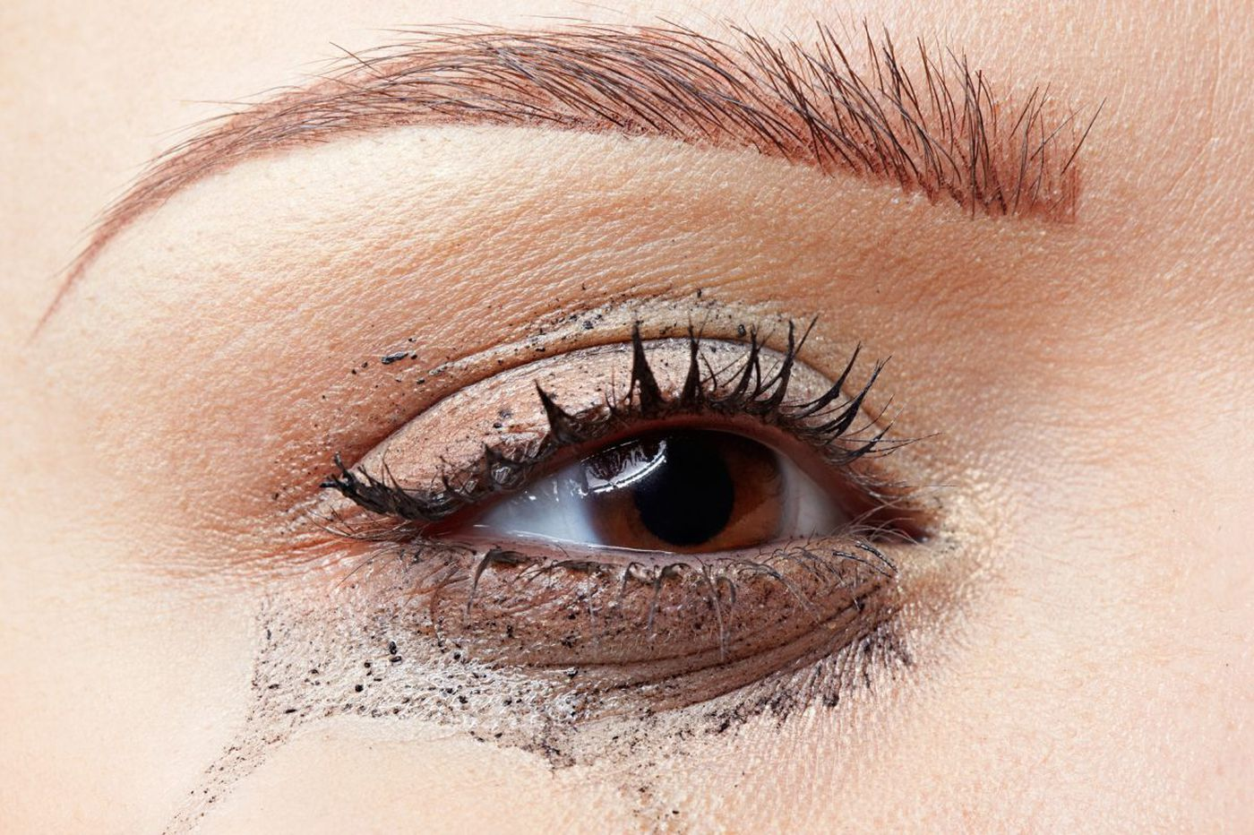 The case of the disappearing eye makeup