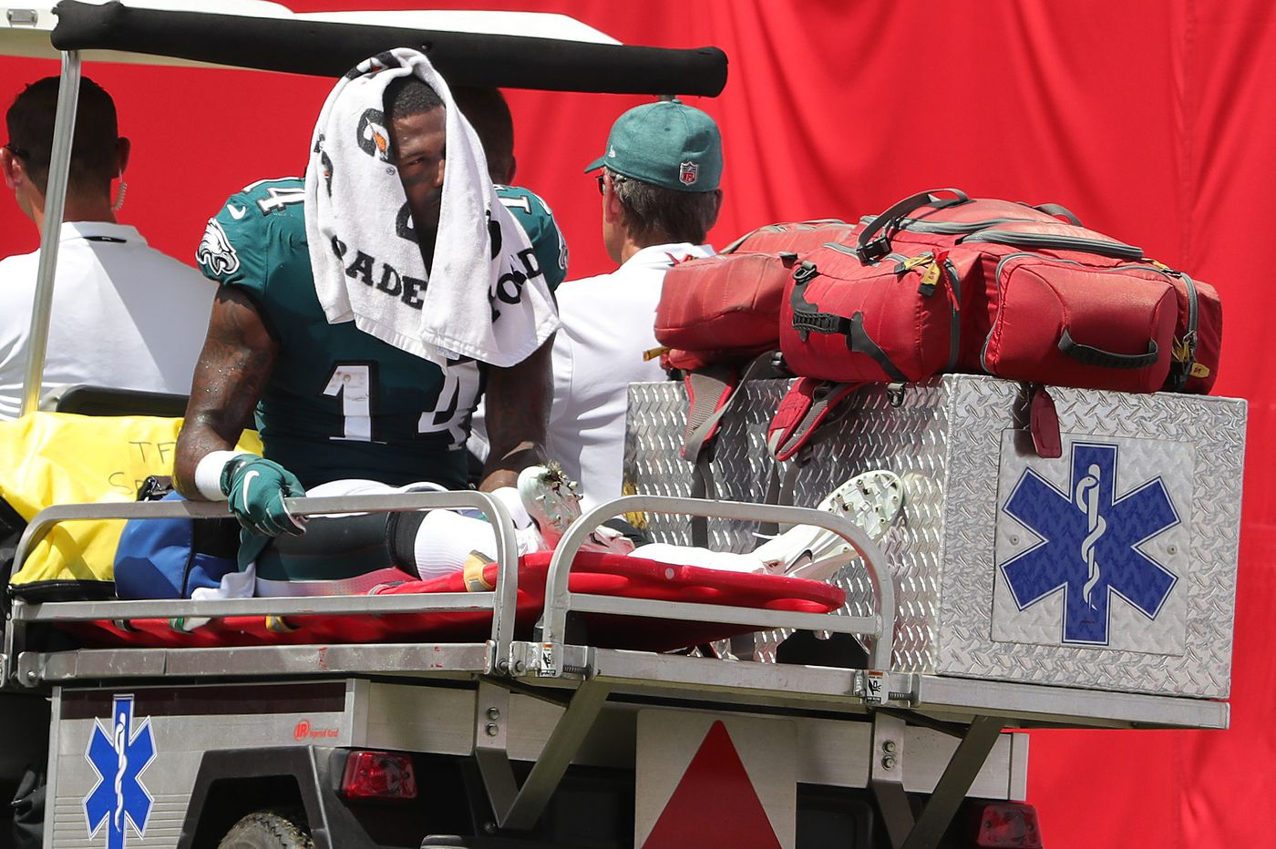 Eagles' Mike Wallace says fibula has healed, now he needs to strengthen right leg