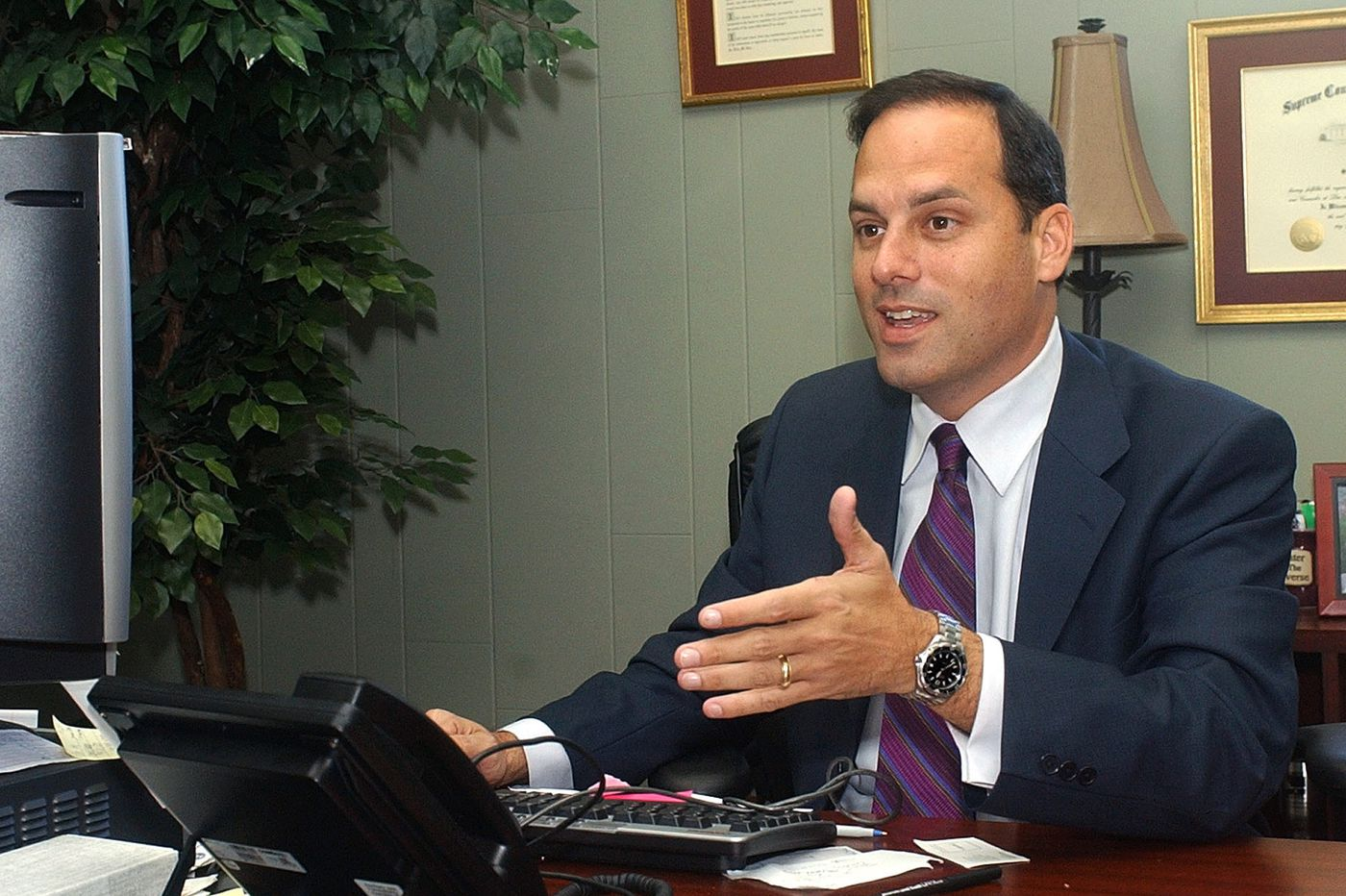 FBI probe leads to charges against Florida city commissioner
