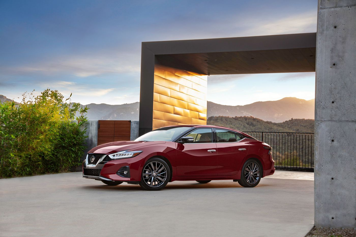 Nissan Maxima underwhelms in a face-off of large sedans