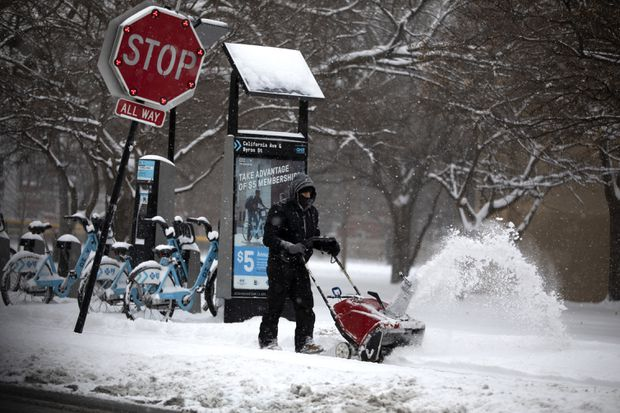 Snow, ice blanket Midwest as storm heads to New England