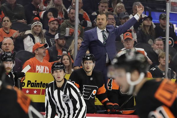 Flyers coach Alain Vigneault: More needed from Claude Giroux and Jake Voracek