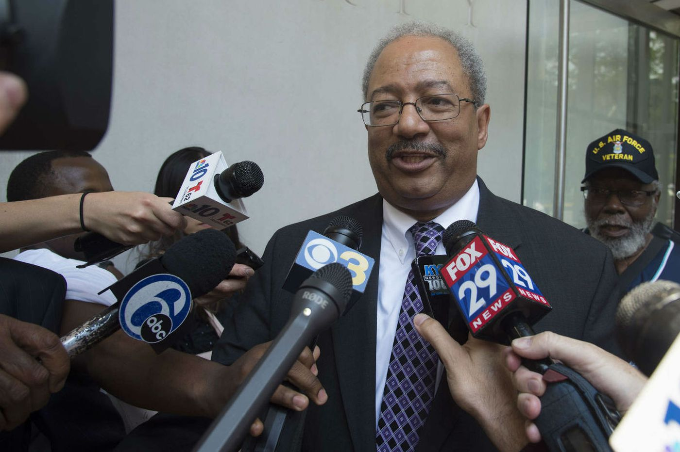 Feds recommend 17-22 years in prison for Fattah