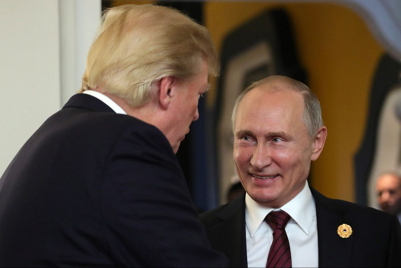 Former U.S. intelligence officials say Trump is being 'played' by Putin