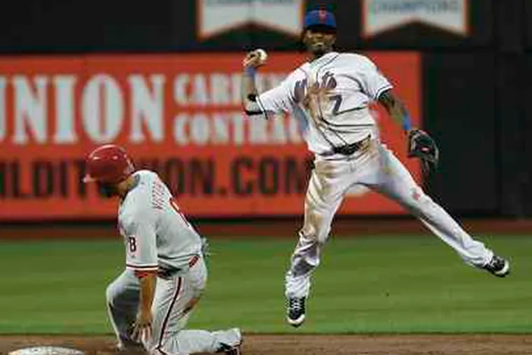 Shane Victorino is out on force play at second by Jose Reyes.