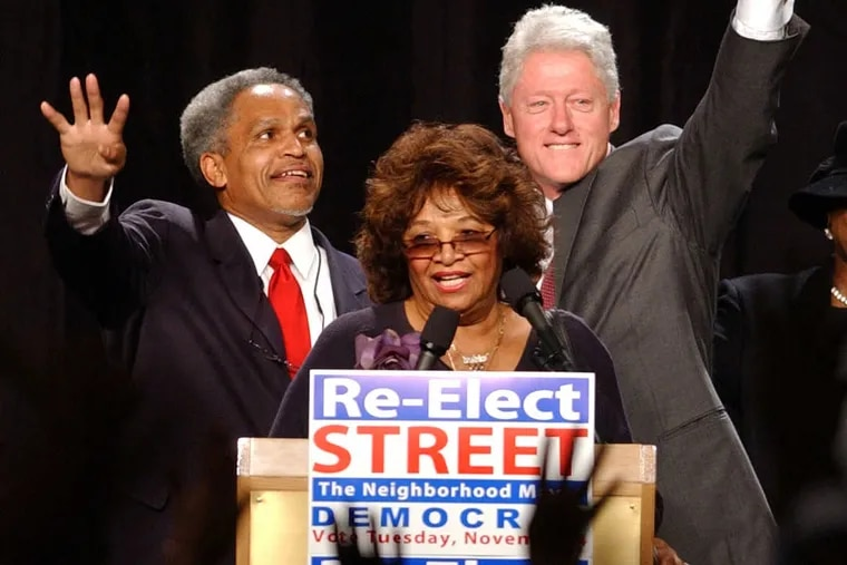 Mary Mason introduces then-Philly Mayor John Street, left, and former President Bill Clinton during a rally to help re-elect Street at the Marriott Hotel in Philadelphia on Oct. 31, 2003.
