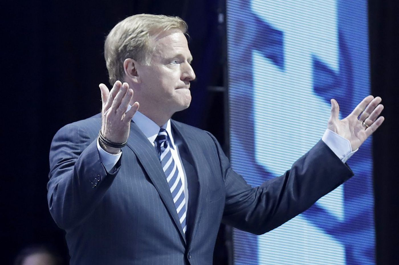 Fake 'Superb Owl' train photo, Roger Goodell talks NFL catch rule, and other Super Bowl news