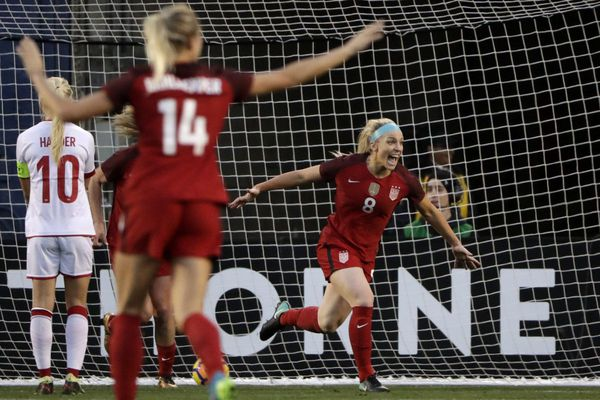 Julie Ertz celebrates husband Zach's trip to Super Bowl with Eagles, and wins with U.S. women's soccer team