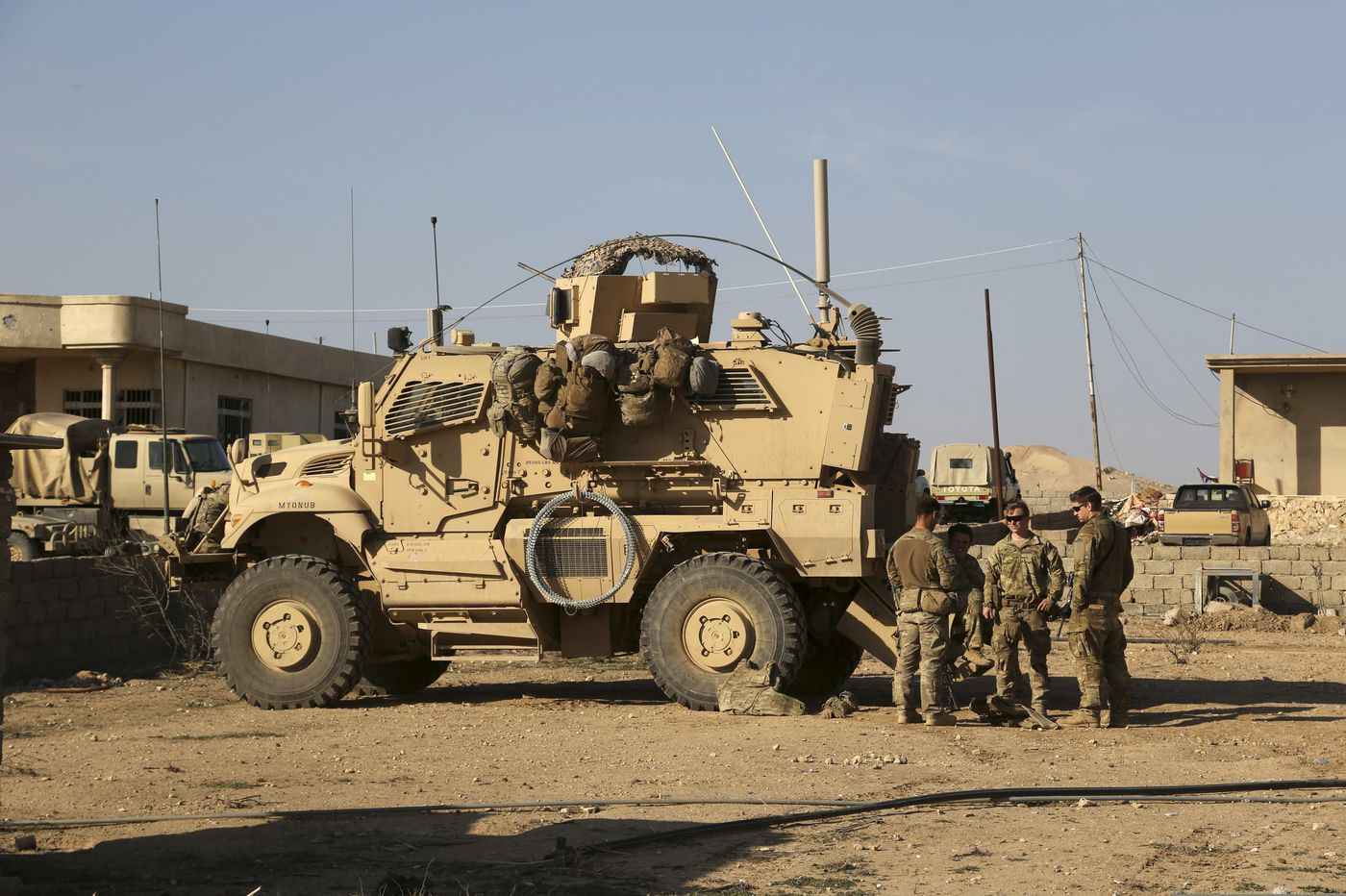 Rockets hit Iraq base with U.S. troops; no word on casualties