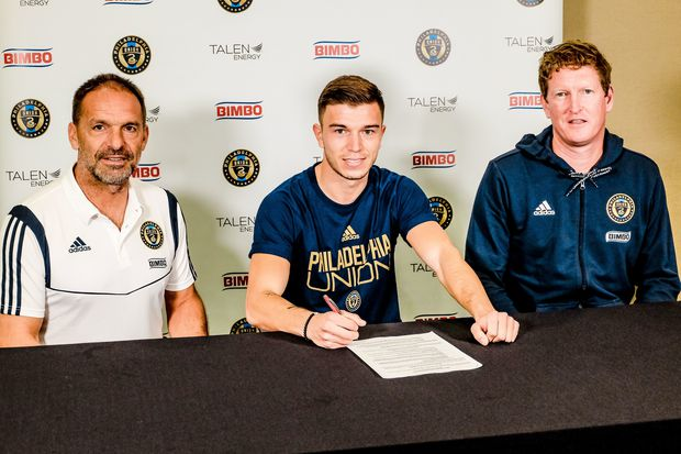 Union sign German left back Kai Wagner; Marco Fabián negotiations still on course