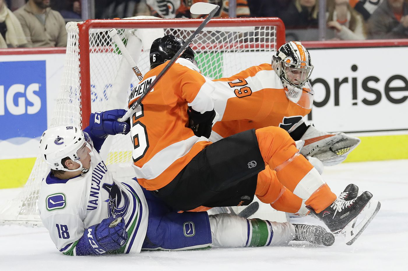 Carter Hart's 41 saves lead Flyers to eighth straight win, a 2-1 thriller over Canucks