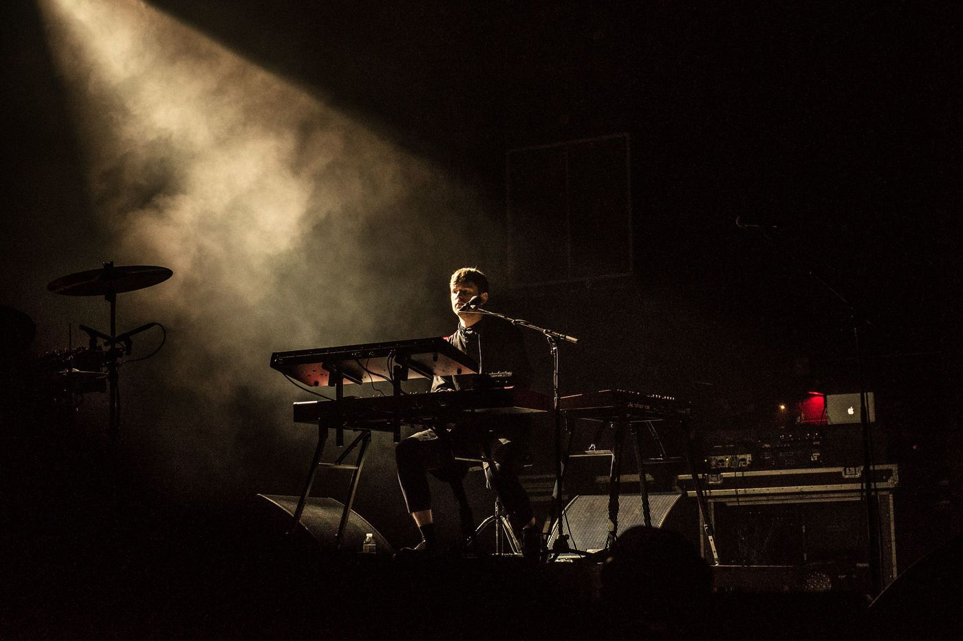 James Blake brings light to darkness during Philadelphia show