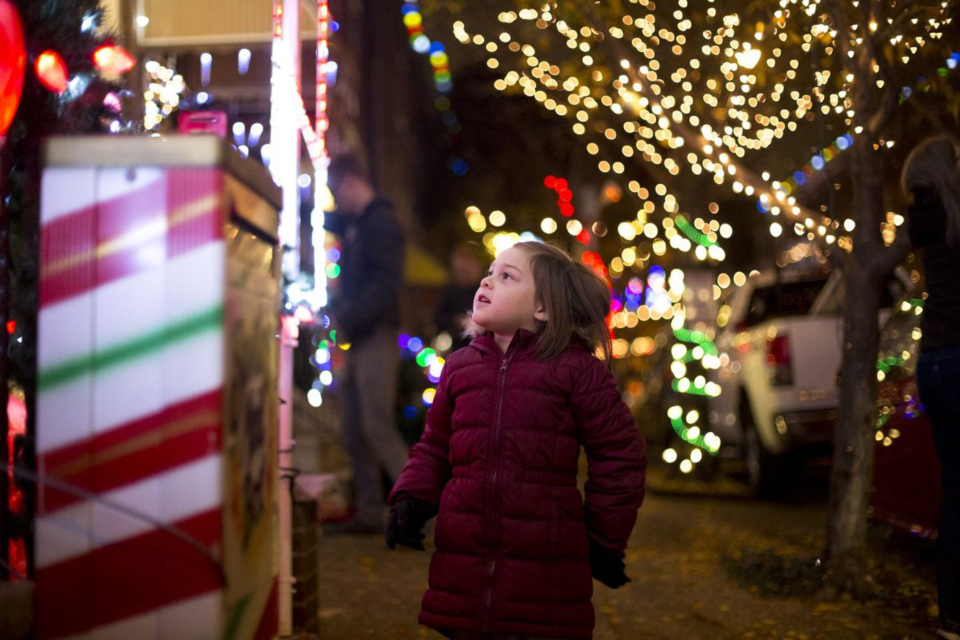 9 must-visit spots for holiday lights in the Philadelphia area
