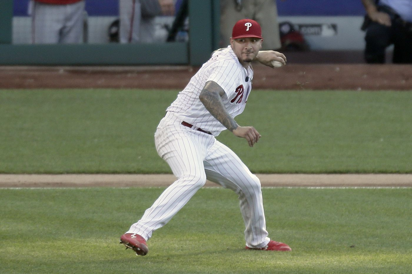 Phillies pitcher Vince Velasquez can throw with either hand. What does that say about his brain?